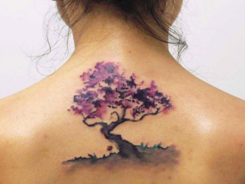 tatuaje en la espalda de una chica