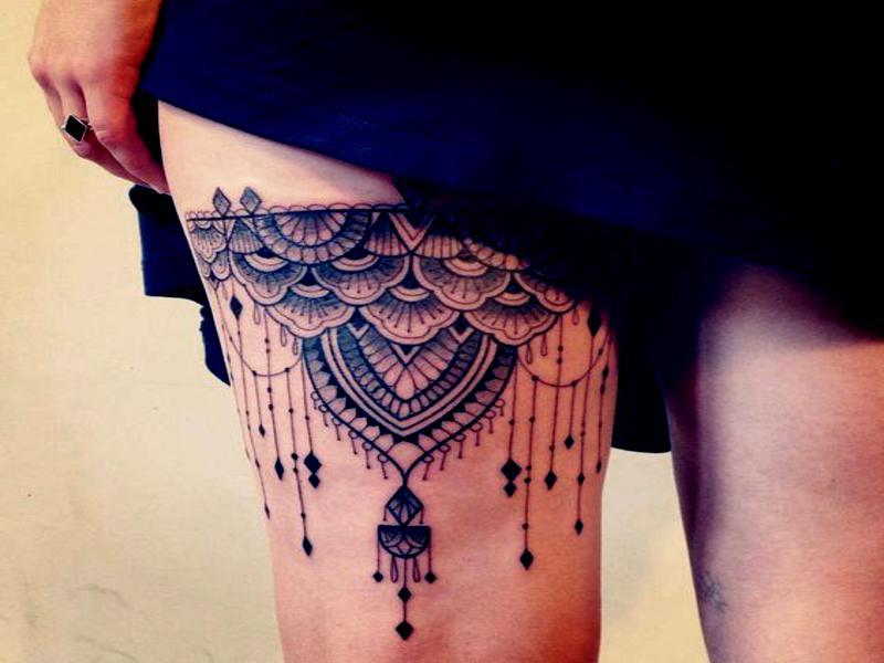 tatuaje mujer en la pierna